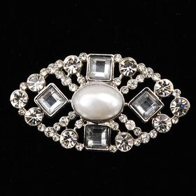 cystal brooch with center pearl